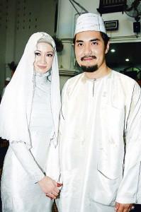 Raja Shahirah Aishah dan Syarul Reza Abdul Aziz - Semoga Allah memberkati kamu dan melimpahkan berkat kepada kamu dan menghimpunkan kedua kamu di dalam kebaikkan