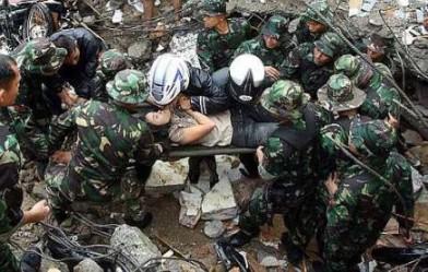 Gambar magsa gempa bumi di Sumatera