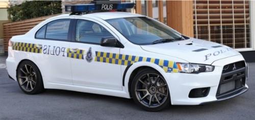 Kereta Peronda PDRM  jenis Mitsubishi Evolution -X (Evo-10)  yang  juga dikenali sebagai Helang Lebuhraya Polis