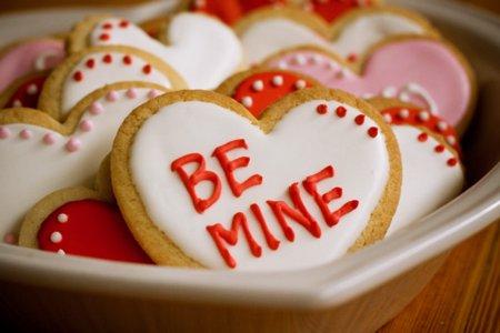 Melankolik Kekasih Lewat Usia : Bulan Cinta
