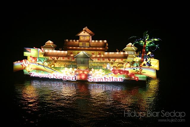 pameran bot di waktu malam di pesta flora putrajaya