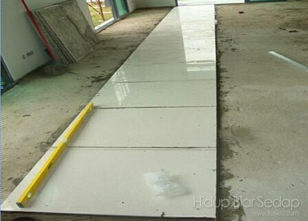 cara memasang jubin lantai