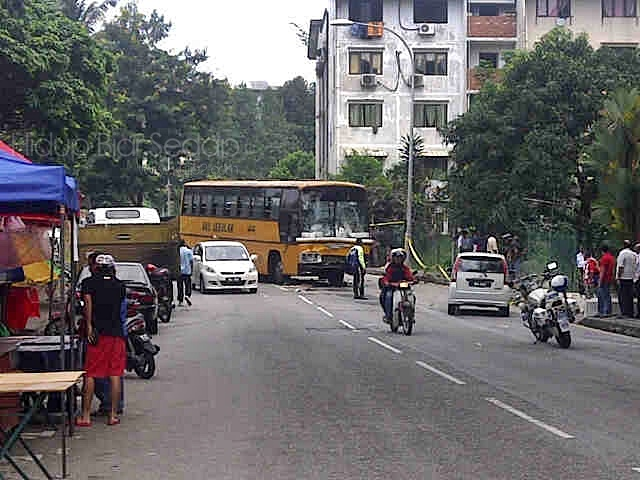 tempat kejadian kemalangan bas sekolah au3