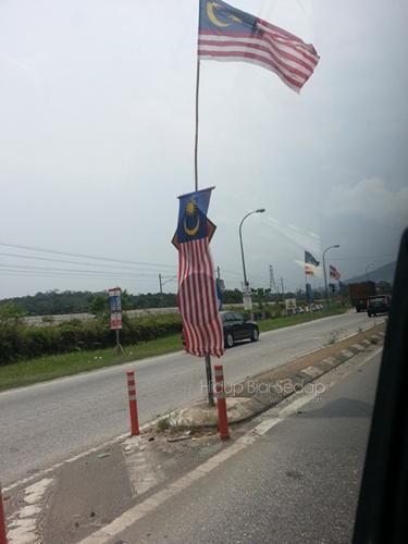 bendera menutup isyarat jalan raya