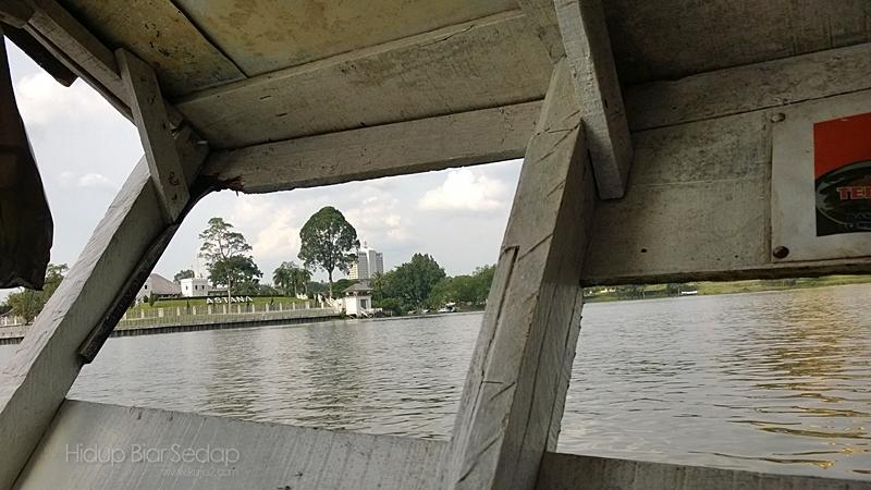 sampan seberang sungai sarawak