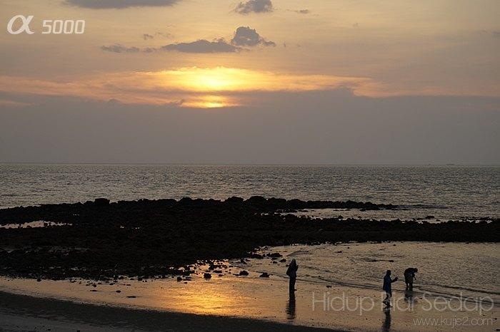 senja di pantai