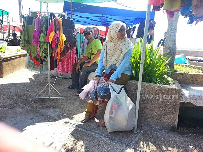 membeli belah di Tak Bai