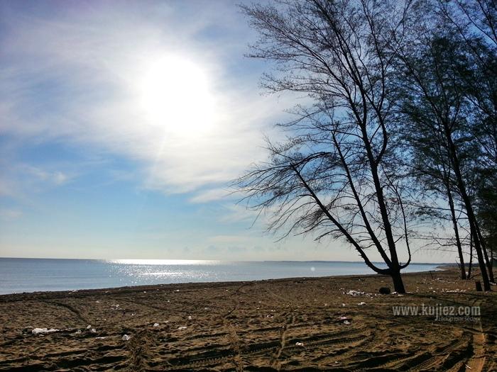 Putih Putih Di Pantai